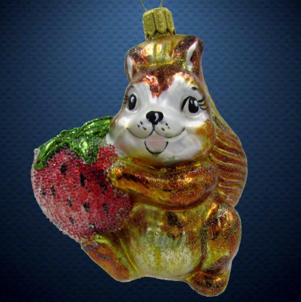 Елочная игрушка Белочка с клубникой, Irena Co