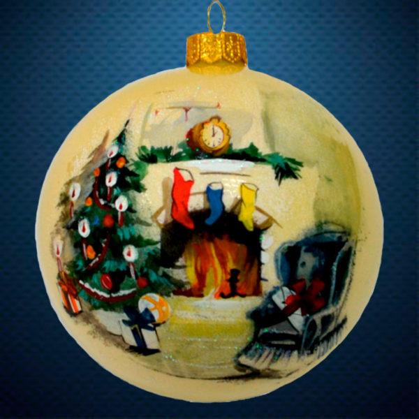 Стеклянный елочный винтажный шар У камина